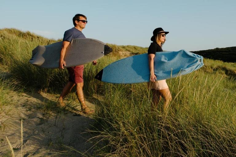 surfers-walking-onto-beach
